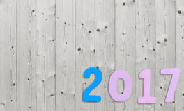 Aantal van 2017 op een witte houten achtergrond Royalty-vrije Stock Fotografie