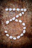 '3' aantalalfabet gemaakte vorm witte steen Stock Afbeeldingen