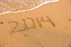 2014 aantallen op het gele zandige strand Stock Foto