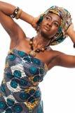 Aantrekkelijk Afrikaans model in traditionele kleding stock fotografie