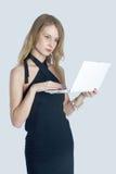 Aantrekkelijk blonde meisje met laptop Stock Afbeeldingen
