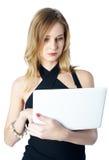 Aantrekkelijk blonde meisje met laptop Stock Foto