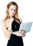 Aantrekkelijk blondemeisje met laptop Stock Afbeelding