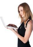 Aantrekkelijk blondemeisje met laptop stock fotografie