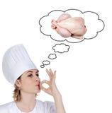 Aantrekkelijk chef-kokmeisje dat nadenkt kokend een delicio Stock Foto