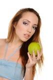 Aantrekkelijk gezond meisje met appel Stock Afbeeldingen