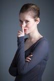 Aantrekkelijk Kaukasisch meisje in haar die 30 in studio wordt geschoten Royalty-vrije Stock Fotografie