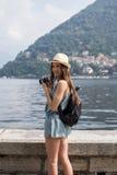 Aantrekkelijk meisje die foto's nemen Royalty-vrije Stock Fotografie