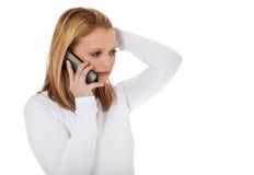 Aantrekkelijk meisje die telefoongesprek maken Royalty-vrije Stock Afbeeldingen