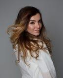Aantrekkelijk meisje in een studio Royalty-vrije Stock Fotografie
