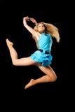 Aantrekkelijk meisje in sprong stock foto