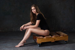 Aantrekkelijk meisje in zwarte bodysuit Royalty-vrije Stock Afbeelding