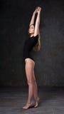 Aantrekkelijk meisje in zwarte bodysuit Royalty-vrije Stock Afbeeldingen