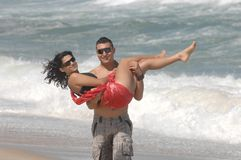 Aantrekkelijk mooi paar op het strand Stock Foto