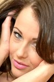 Aantrekkelijk Mooi Verleidelijk Jong Vrouwenportret die t bekijken stock foto