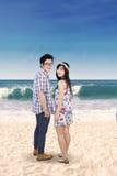 Aantrekkelijk Paar bij Strand stock afbeeldingen