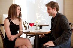 Aantrekkelijk Paar in Restaurant Stock Afbeeldingen