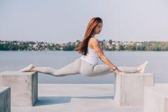 Aantrekkelijk sportenmeisje Stock Foto