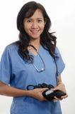 Aantrekkelijke Aziatische Filipijnse verpleegster arts stock fotografie