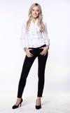 Aantrekkelijke bedrijfsvrouw in blouse en broek Stock Foto's