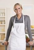 Aantrekkelijke blonde chef-kok Stock Afbeeldingen
