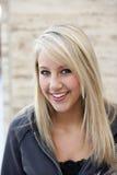 Aantrekkelijke Blonde Vrouw in Hoodie Royalty-vrije Stock Fotografie