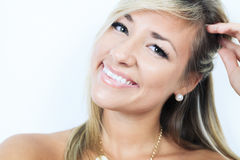 Aantrekkelijke blonde vrouw op studio Stock Foto's