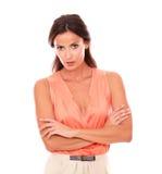 Aantrekkelijke dame die in elegante blouse u bekijken stock afbeelding
