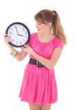 Aantrekkelijke die tiener met klok over wit wordt geïsoleerd stock foto