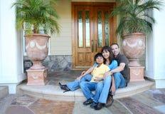 Aantrekkelijke Familie thuis royalty-vrije stock foto's