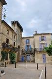 Aantrekkelijke gebouwen in Remoulins, Frankrijk royalty-vrije stock afbeelding