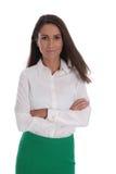 Aantrekkelijke glimlachende bedrijfsdievrouw over wit wordt geïsoleerd die bluse dragen Royalty-vrije Stock Foto