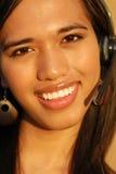 Aantrekkelijke het glimlachen telefoon technische steun wom stock afbeeldingen