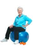 Aantrekkelijke hogere vrouw bij gezondheidsclub Stock Foto