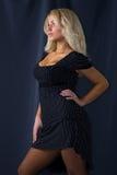 Aantrekkelijke jonge blonde vrouw stock foto