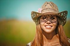 Aantrekkelijke jonge de vrouwenhoed van het portret Royalty-vrije Stock Foto's