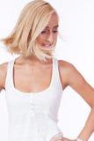 Aantrekkelijke jonge glimlachende geïsoleerde blondevrouw Royalty-vrije Stock Foto
