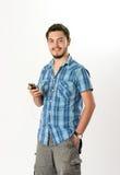 Aantrekkelijke Jonge Mens die aan Hoofdtelefoons luisteren Royalty-vrije Stock Afbeeldingen