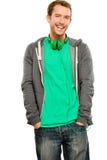 Aantrekkelijke jonge mens die hoodie het glimlachen whit achtergrondhaven dragen Stock Afbeeldingen