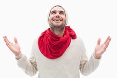 Aantrekkelijke jonge mens in warme kleren met omhoog handen Stock Afbeeldingen