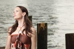 Aantrekkelijke jonge modieuze vrouw Stock Fotografie