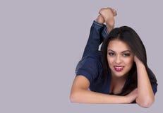 Aantrekkelijke jonge vrouw royalty-vrije stock afbeelding