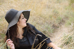 Aantrekkelijke jonge vrouw in de bonnet Royalty-vrije Stock Afbeelding