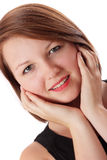 Aantrekkelijke jonge vrouw die bij camera glimlacht Stock Afbeelding