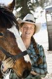 Aantrekkelijke Jonge Vrouw die de Hoed van de Cowboy draagt stock afbeeldingen