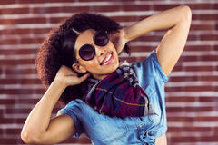 Aantrekkelijke jonge vrouw die goed voelen Royalty-vrije Stock Foto's