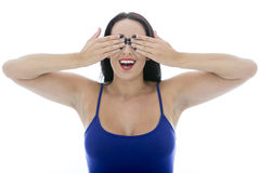 Aantrekkelijke Jonge Vrouw die Haar Ogen behandelen die Gezichten trekken Stock Foto's