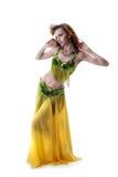 Aantrekkelijke jonge vrouw het dansen buik-dans Stock Foto's