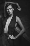 Aantrekkelijke jonge vrouw in kleding Royalty-vrije Stock Foto's