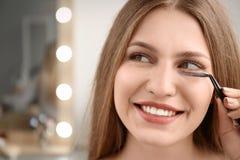 Aantrekkelijke jonge vrouw met valse wimpers Royalty-vrije Stock Afbeelding